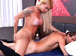 Travesti, transsexuel, lady boy et shemale, Shemale